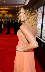 Miley,Cyrus,curly,brown,to,blonde,ombre,hair,style,for,short