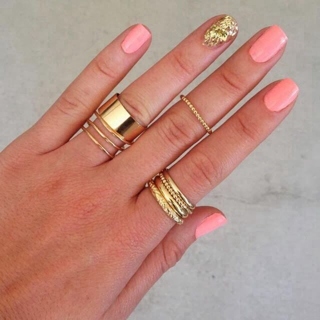 PRETTY NAILS AND STACKED RINGS - Fashionjazz A Crewed Interest Essie