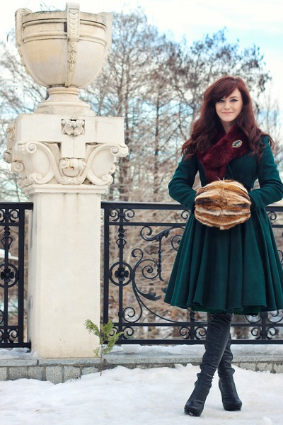 dark-green-circle-handmade-coat-tawny-vintage-accessories_400