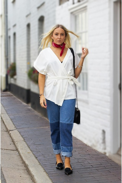 navy-denim-asos-jeans-white-wrap-top-asos-top-black-pointed-flats-dune-flats_400